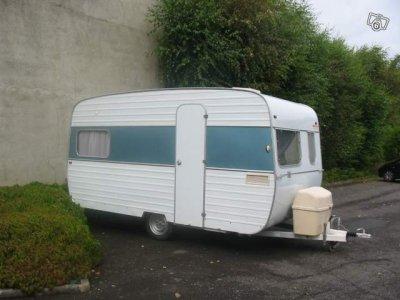 encore la belle ligne chez baillou en 1970 caravane ode la caravane. Black Bedroom Furniture Sets. Home Design Ideas