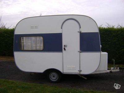 une adria de 1975 caravane ode la caravane. Black Bedroom Furniture Sets. Home Design Ideas