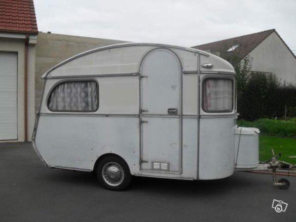 une cousine de notre de reu une petite constructam caravane ode la caravane. Black Bedroom Furniture Sets. Home Design Ideas
