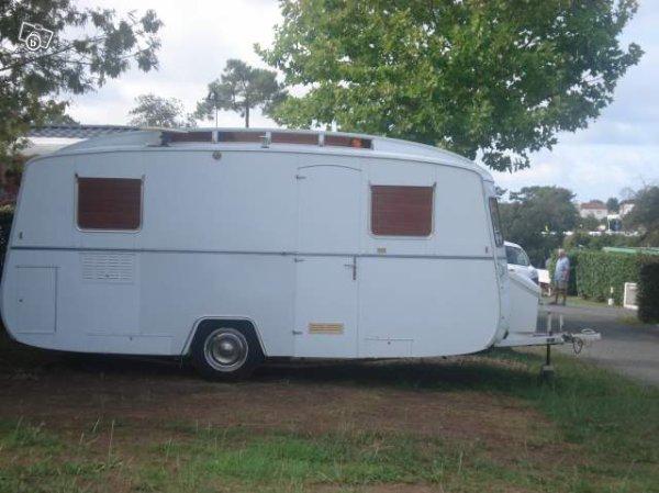 une belle notin vendre pr s de royan caravane ode la caravane. Black Bedroom Furniture Sets. Home Design Ideas