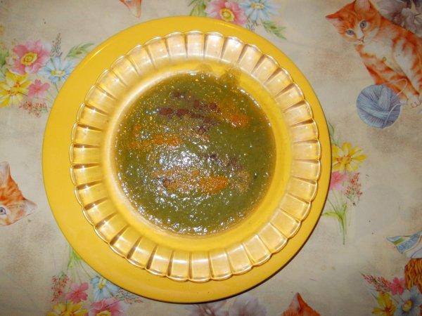 Une assiette de soupe