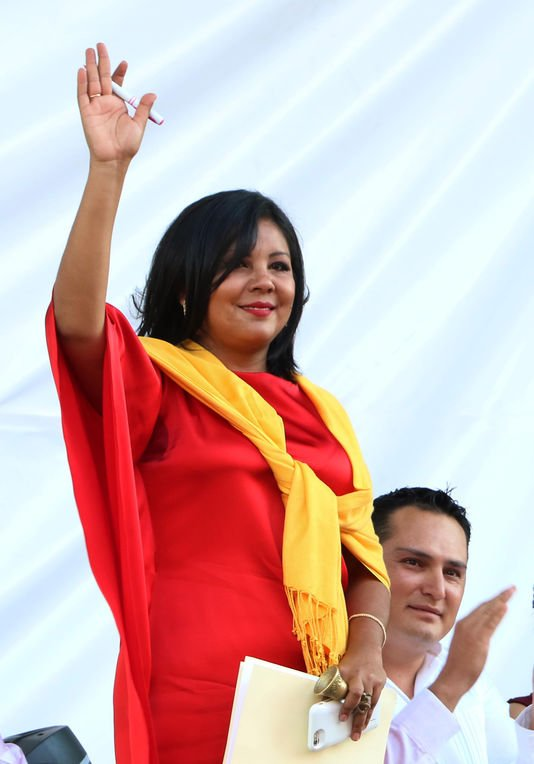 Le Mexique sous le choc de l'assassinat de Gisela Mota, une maire de 33 ans Le Monde.fr | 07.01.2016 � 16h13 • Mis � jour le 07.01.2016 � 16h51   En savoir plus sur http://www.lemonde.fr/ameriques/article/2016/01/07/le-mexique-secoue-par-l-assassinat-de-gisela-mota-une-maire-de-33-ans_4843481_3222.html#MEa4BKHC1KKOuGRf.99