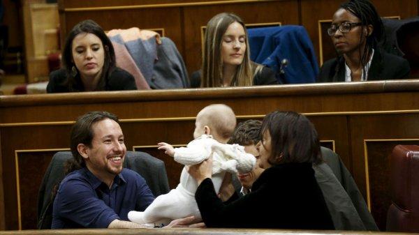 Espagne: coup de jeune au nouveau Parlement, entre dreadlocks et b�b� l'EXPRESS 14.01.2016