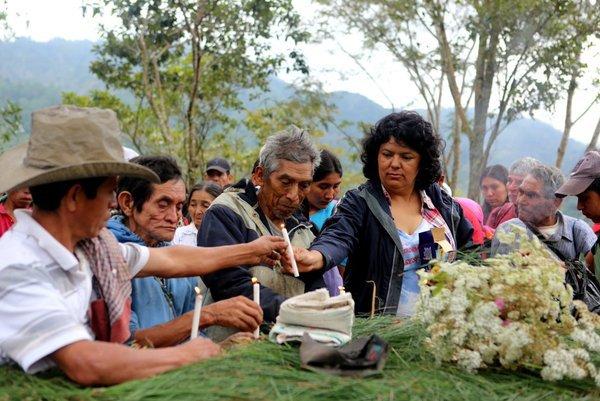 INFOS Honduras : comment faire taire la dirigeante indigène Berta Caceres…par balles