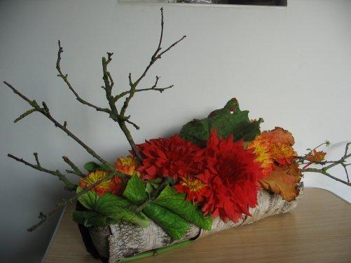 dahlias et feuilles de rhubarbe art floral bleuette010. Black Bedroom Furniture Sets. Home Design Ideas