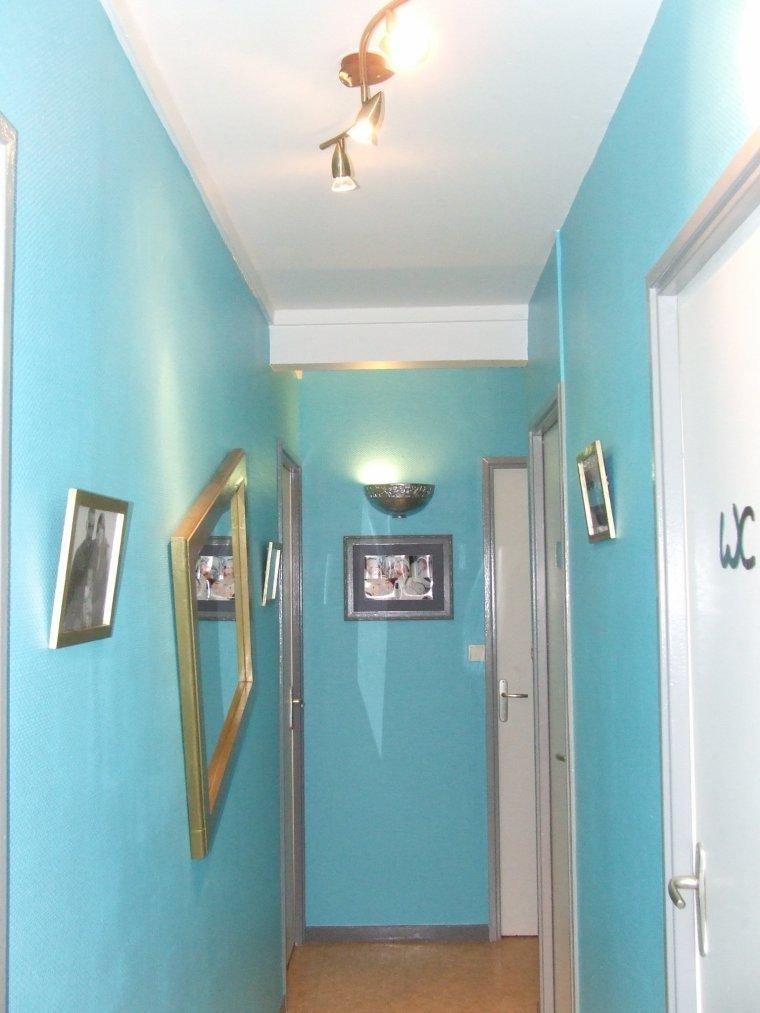 Peinture d 39 un couloir entreprise ludovic maulav for Peinture couloir