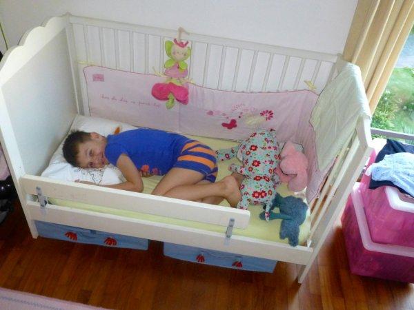 qui dit 2 ans dit lit de grande fille j r me. Black Bedroom Furniture Sets. Home Design Ideas