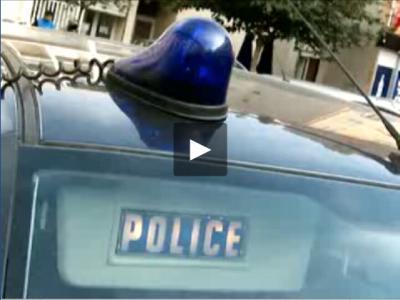 un gyrophare un logo police sur le pare soleil est voila course poursuite bac police. Black Bedroom Furniture Sets. Home Design Ideas