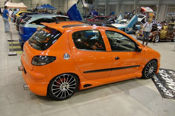 une jolie peugeot 206 orange tuning mag 007. Black Bedroom Furniture Sets. Home Design Ideas
