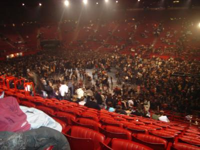 Bercy 8 decembre le plus bel univers celui d 39 indochine for Porte x bercy