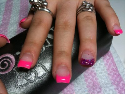 Pose rose fluo et un paillette la passion des ongles en gel - Gel rose fluo ...