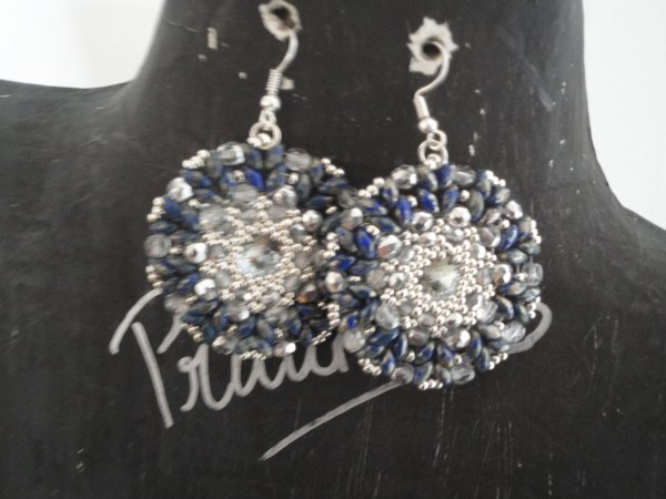 Une paire de boucles d'oreilles offertes pour l'anniversaire d'une amie, merci � sa cr�atrice Margherita Fusco AURORA EARRINGS