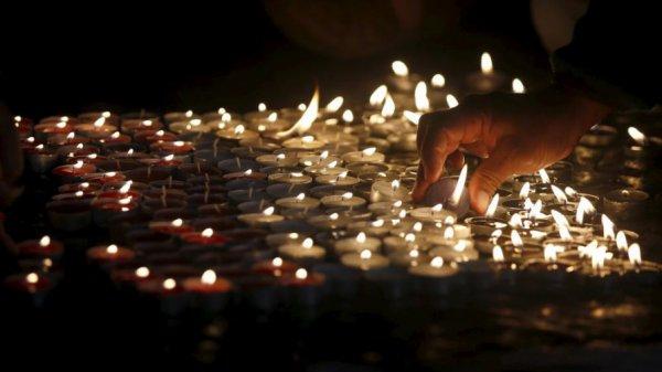 JE COMENCE CETTE NOUVELLE ANN�E 2016 EN RENDANT HOMMAGE AUX TERRIBLE ATTENTATS A PARIS EN FRANCE DU 13 NOVEMBRE 2015