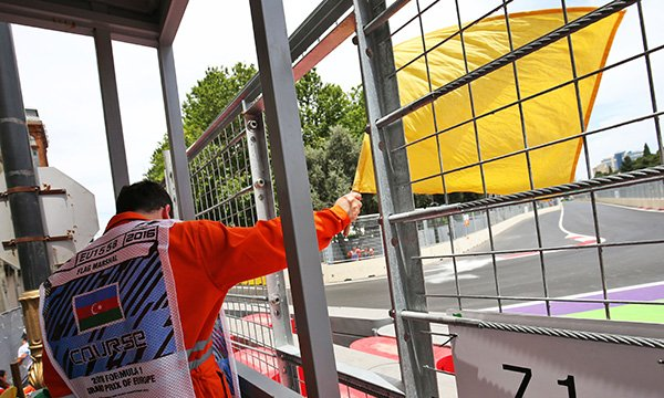 Double drapeau jaune : la solution de la FIA