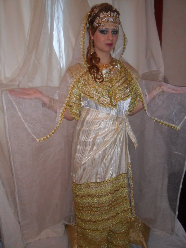 robe kabyle blanche avec barnous