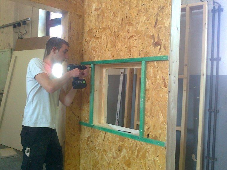 Module ossature bois avec pose d 39 une porte int rieure et for Prix pose porte interieure