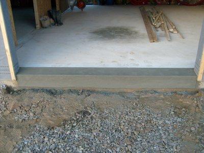 Seuil de porte garage 1 fini maison bois doudou for Comment faire un seuil de porte de garage en beton