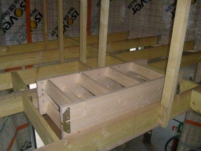 La trappe escalier escamotable isol e vue du dessus du contre solivage maison bois doudou for Comescalier pour combles