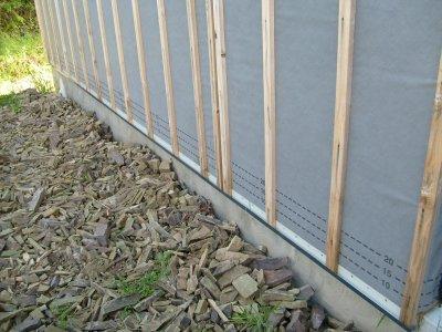 D but de mise en place des grilles anti rongeur pour la pose du bardage maison bois doudou - Grille anti rongeur ...