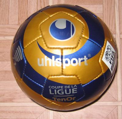 Ballon officiel de la coupe de la ligue ma collection de maillots port s du football - Match de la coupe de la ligue ...