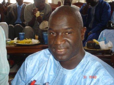 Mame Oumar Thiam (gros plan) et <b>Mame Kane</b> arrière plan avec une banane - 2487538387_small_1