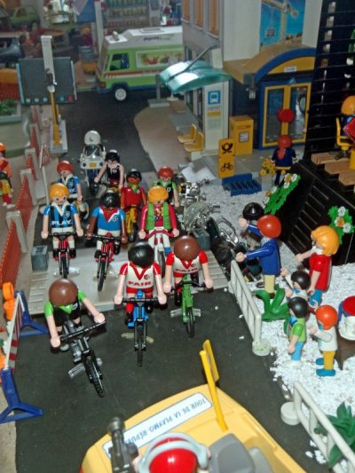 Articles de mairie pontiville tagg s ville playmobil for Piscine de playmobil