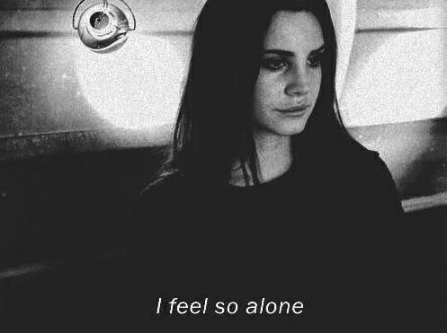 La solitude se présente sous deux formes. Quand elle est désirée, c'est une porte que l'on ferme sur le monde. Mais quand c'est le monde qui nous rejette, la solitude, alors, devient une porte ouverte, inutilisée.
