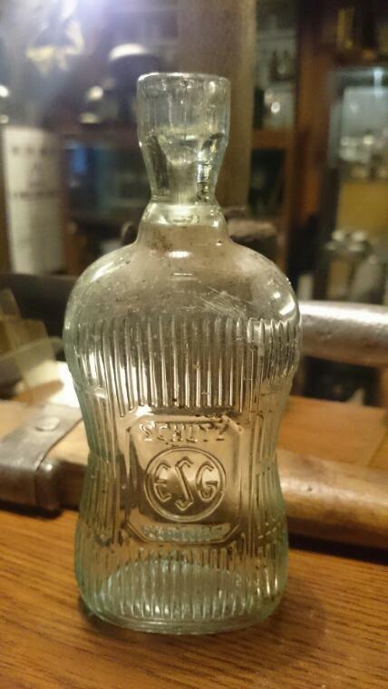 Fouille, bouteille de vinaigre wehrmacht, petit mod�le