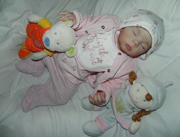 Chut Haley Andr�a dort,elle reve au bras d'une nouvelle maman