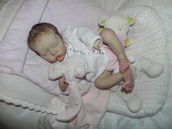Chut b�b� d'Amour dort,baptis� Elea elle reve aux bras de sa nouvelle maman Sarah,merci a elle