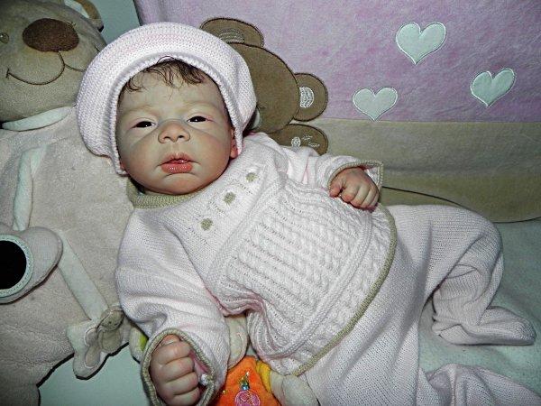Margaux viens de naitre un veritable bébé d'Amour qui cherche une maman Noel....
