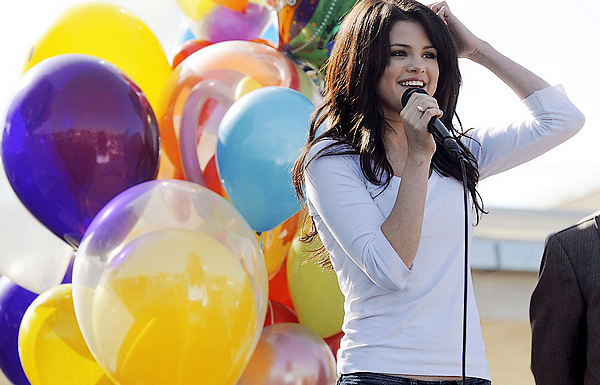 . .BLOG MUSIC APPARTENANT AU BLOG SELENA-GOMEZ.___________• MusicS-G - SG-Music - SG-KissandTell - AYearWithoutRain.