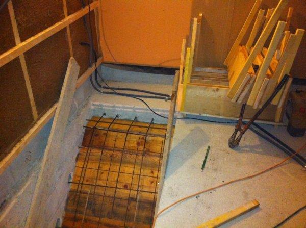 Escalier du sous sol mon album photos - Comment faire un escalier en beton interieur ...