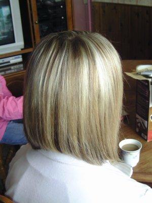carré plongeant long / meches blondes - marie coiffure amiens