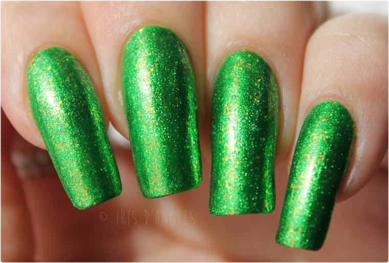 Superposition: vernis N°232 Chunky Holo Clover sur N°163 Metallic Green de chez KleanColor ! (l) (l)