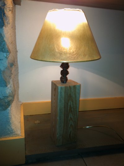lampe bois brut abat jour fibre naturelle vert dor e kevdeco c urnature. Black Bedroom Furniture Sets. Home Design Ideas