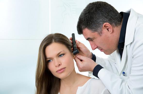 Bouchon dans l 39 oreille comment l 39 enlever encyclopedie medicale - Comment deboucher une oreille bouchee par l eau ...