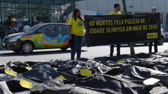 Violences polici�res, expulsions forc�es : � Rio, les droits de l'homme victimes collat�rales des JO ?