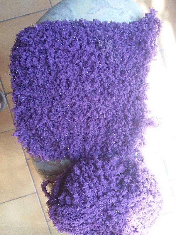 Un carr� de 19 cm sur 19 cm en point mousse, violet et dor�, pourquoi faire? La r�ponse..