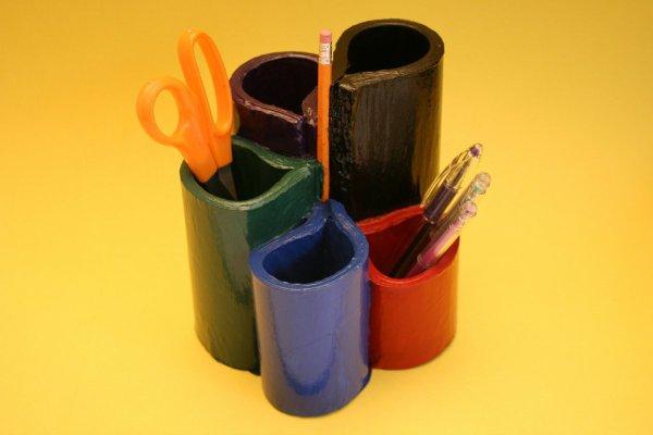 Un annuaire peut se transformer en un astucieux pot � crayons.