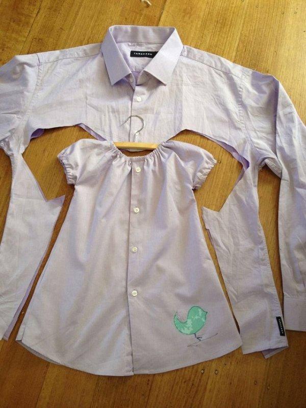 Une chemise d'homme plus port�e, est  transform�e en adorable robe pour b�b�.