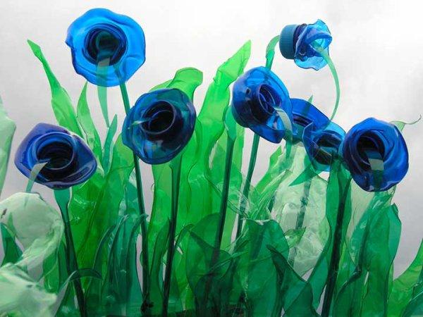 Veronika Richterov� cr�e des sculptures avec des bouteilles en plastique, c'est g�nial.