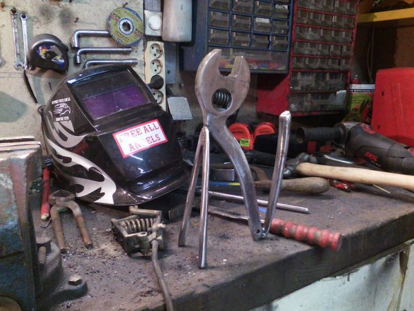 """sculpture """" le chat """"  avec vieux outils par Falko"""