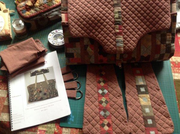 Et voila ou j'en suis dans le montage du sac Kesako ...pour le reste du montage ça sera certainement de la couture à la main ...