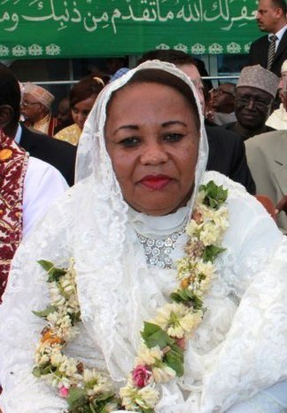 Elections: Madame Hadidja ABOUBACAR alias Madame IKILILOU rend visite aux enfants de Fatima DJOUME