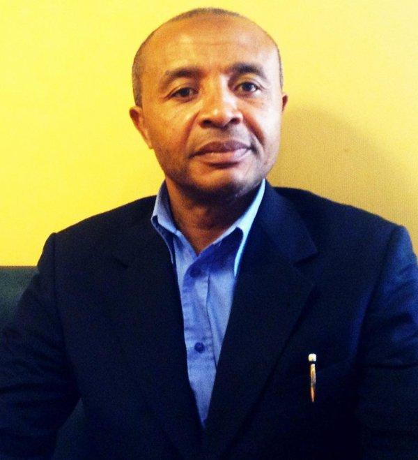 Politique : Le patriote et d�mocrate, le d�put� TOCHA Djohar est � Paris
