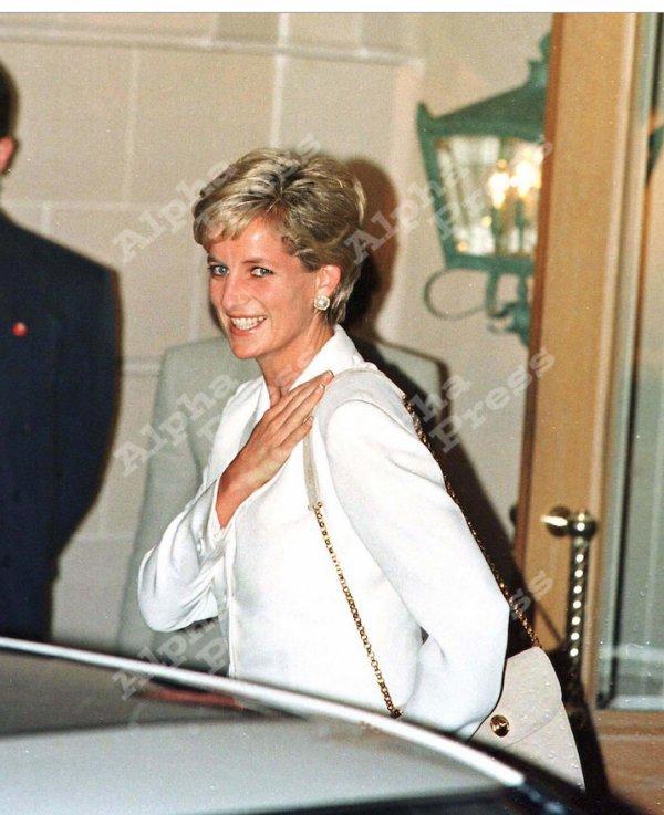 1996 ccrm pour l'escorte