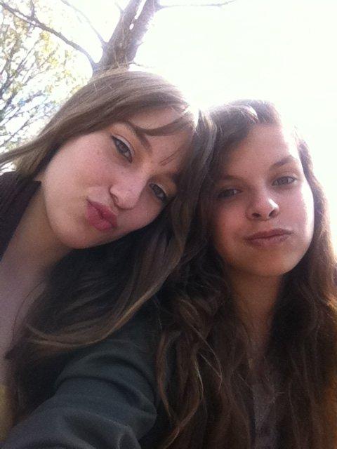 moi la fille a gauche ^^