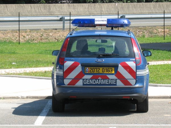 voiture gendarmerie blog de gendarmerie gign. Black Bedroom Furniture Sets. Home Design Ideas