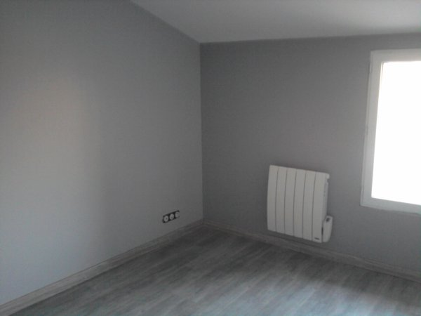 Notre chambre renovation grange for Chambre gris noir et blanc